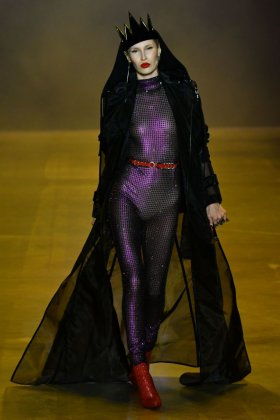 Fkstories Disney Villains x The Blonds: Ανακαλύψτε Την Πιο Εντυπωσιακή Dark Συλλογή Fk Stories Viral  γυανικεια μοδα Villains the blonds moda fashion show disney