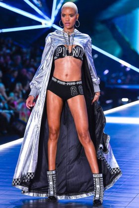 Fkstories Victoria's Secret Fashion Show 2018: Όλα Τα Highlights Του Εντυπωσιακού Event Fk Stories Viral  μοντέλα εσώρουχα επίδειξη Victoria's Secret Fashion Show 2018 Victoria's Secret models Mary Katrantzou fashion show